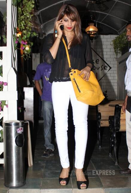 Lovebirds Bipasha Basu, Harman Baweja enjoy night out