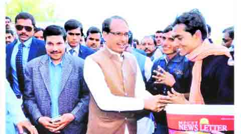 Photo released by the Congress: Malviya with Shivraj Singh Chouhan.