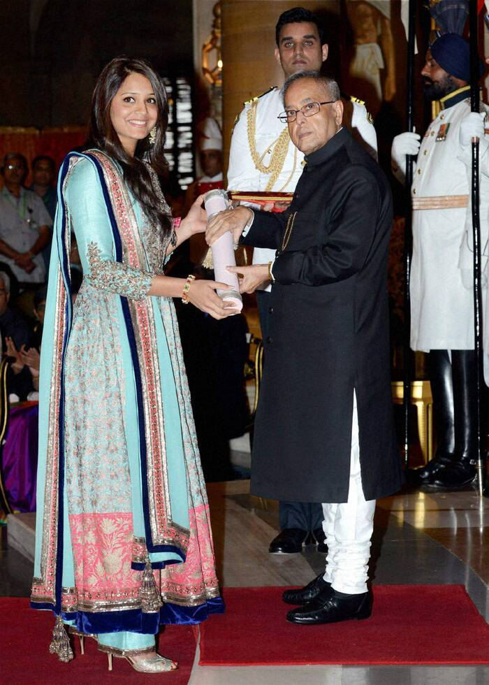Pranab Mukherjee presents Padma Shri award to squash player Dipika Rebecca Pallikal during Padma Awards 2014 at Rashtrapati Bhavan in New Delhi. (PTI)