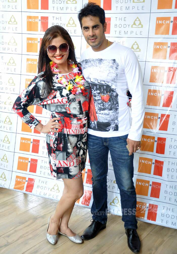 The actress snapped along with her actor husband Keshav Arora. (Photo: Varinder Chawla)