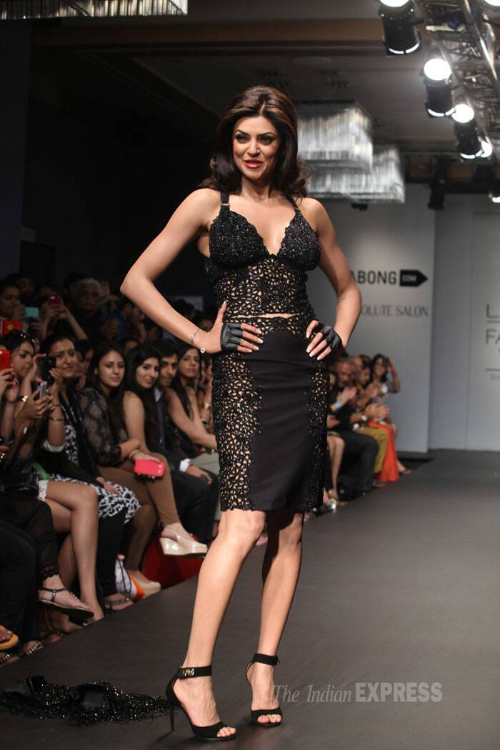 Sushmita Sen sizzled in a sexy black creation by designer Kresha Bajak. (IE Photo: Dilip Kagda)