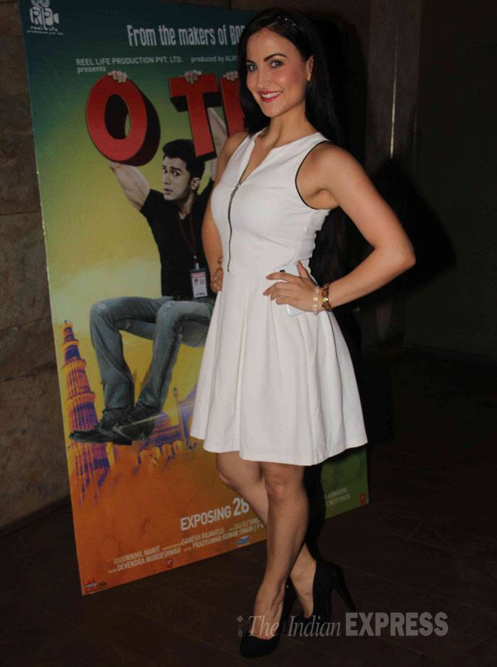 Former Bigg Boss 7 contestant Elli Avram was pristine in a white sleeveless dress. She left her hair open. (Photo: Varinder Chawla)
