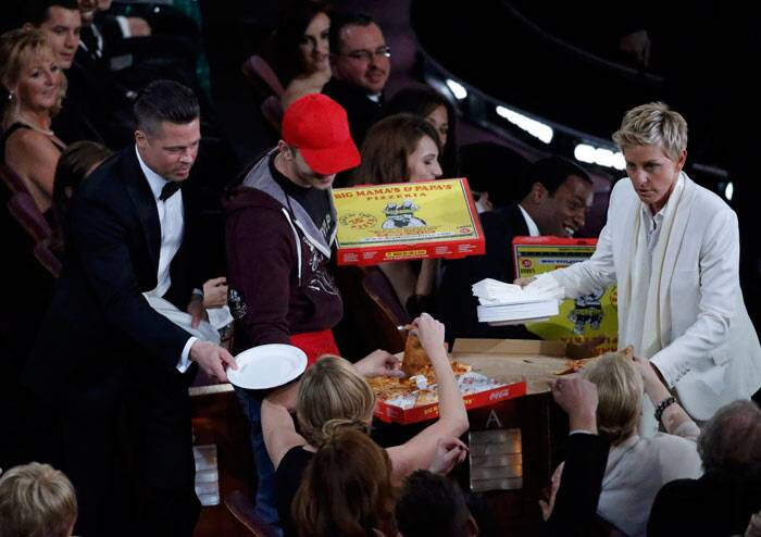 Ellen DeGeneres was extremely thoughtful about the Hollywood stars as she ordered some pizza and distributed it to Meryl Streep, Harrison Ford, Jennifer Lawrence and Jared Leto among others. Actors Brad Pitt and Kevin Spacey helped the host to pass out the slices.