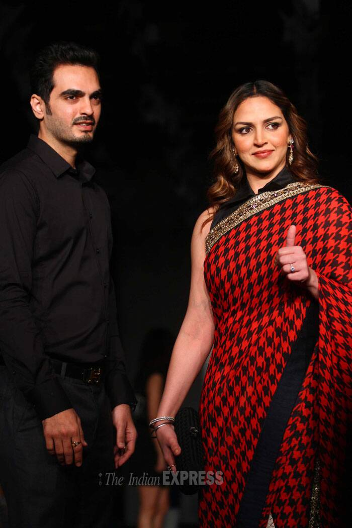 Actress Esha Deol came hand in hand with her husband Bharat Takhtani. (IE Photo: Amit Chakravarty)