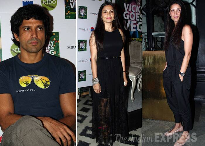 'Shaadi Ke Side Effects' actor Farhan Akhtar launched chef Vicky Ratnani's new book at event yesterday – March 20. Also seen at the event were celebrity ladies Mehr Rampal and Maria Goretti. (Photo: Varinder Chawla)