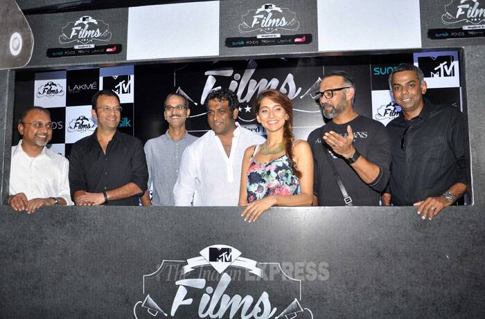 Anusha smiles  as she poses for a group picture with the directors. (Photo: Varinder Chawla)