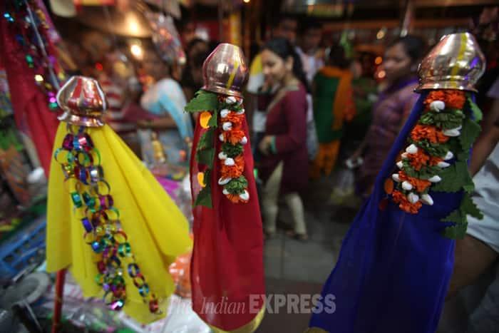 Many vendors on Mahadwar Road were seen selling readymade 'gudis', while the natural bamboo sticks are available at major areas such as Gangavesh, Tarabai Chowk and Rajarampuri. (IE Photo: Pradip Das)