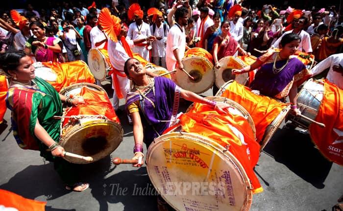Maharashtrian women performing during 'Shobha Yatra' to welcome the Hindu New Year on occasion of Gudi Padawa in Dombivli near Thane. (IE Photo:Pradip Das)