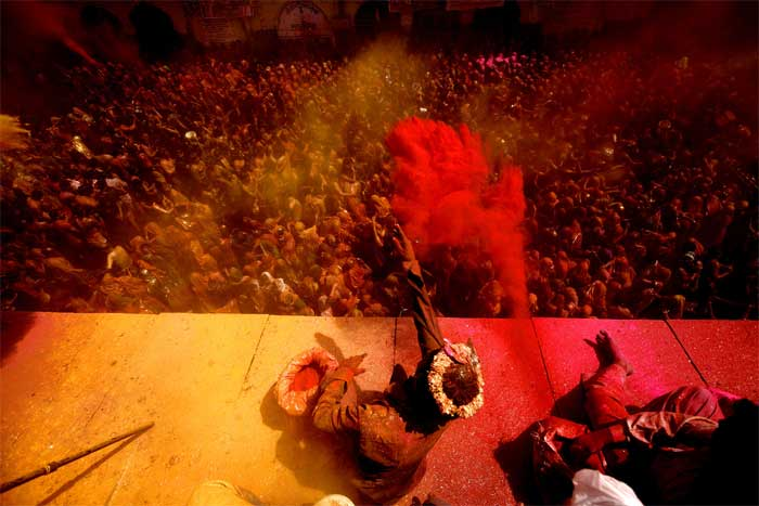 Devotees and locals alike reveled in Holi celebrations at Dauji Temple. (IE Photo: Praveen Khanna)