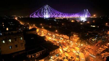Between 8:30 pm and 9:30 pm on Saturday, Howrah Bridge will remain in dark for Earth Hour. (Reuters)