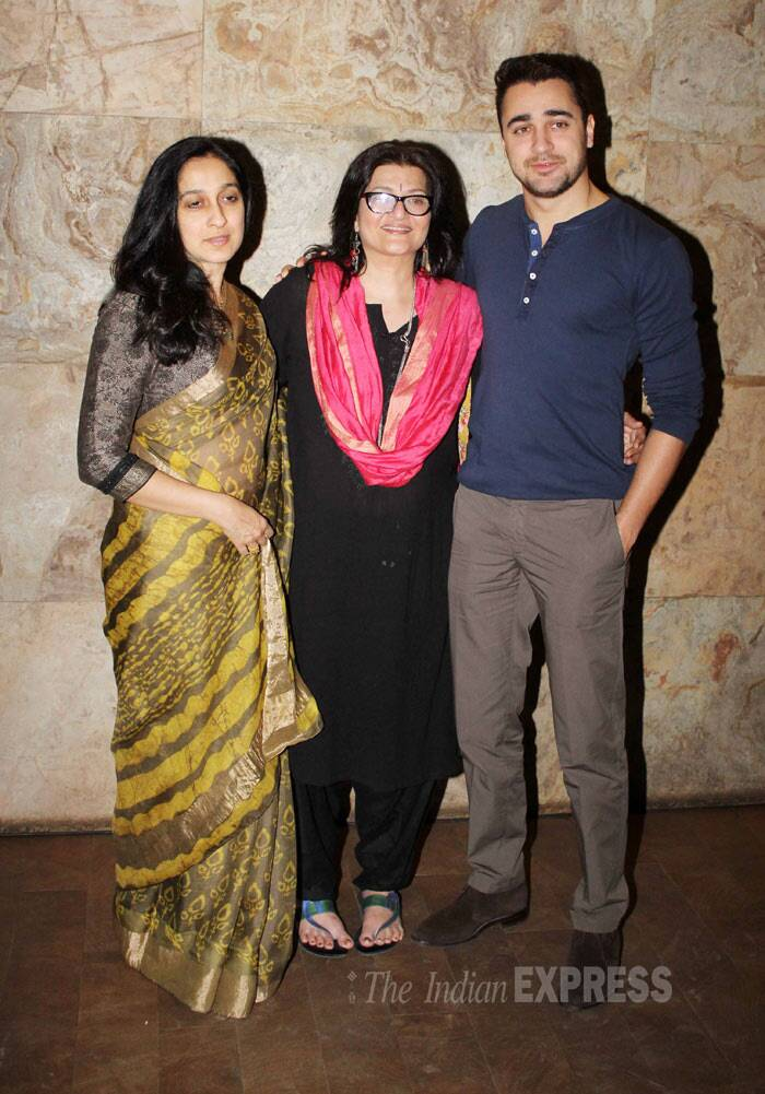 Imran Khan poses for the photogs with his mom Nuzhat Khan and Sarika.(Photo: Varinder Chawla)