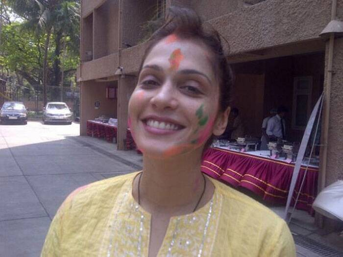 Actress Isha Koppikar is also stylish even after being smeared with colour!