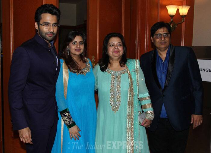 The Bhagnani family gets together for a perfect family portrait. (Photo: Varinder Chawla)