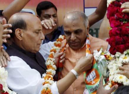Former Congress leader Jagdambika Pal, artiste Raju Srivastava join BJP