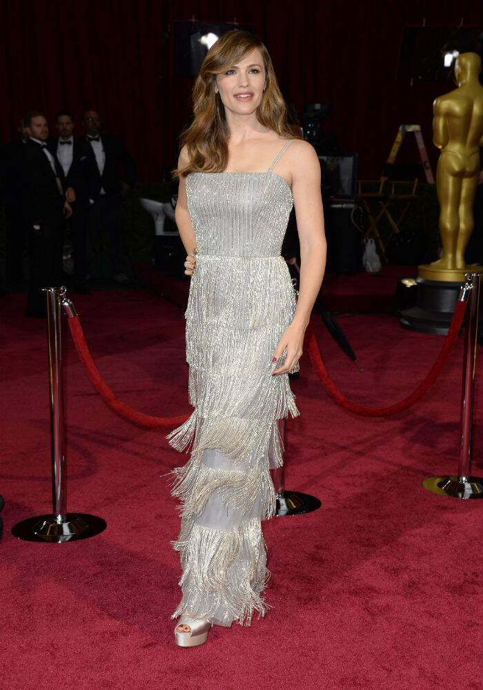 'Dallas Buyers Club' actress Jennifer Garner made heads turn with her silver tulle tiered fringe gown by Oscar de la Renta. (AP)