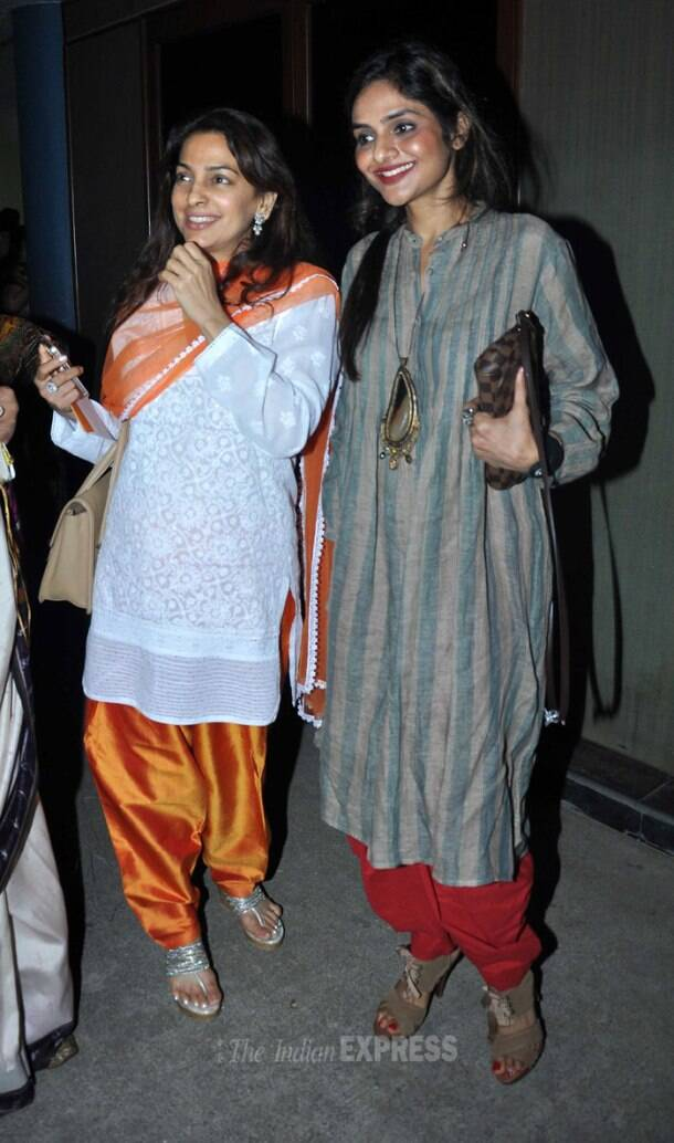 Yoga girls Juhi, Madhoo