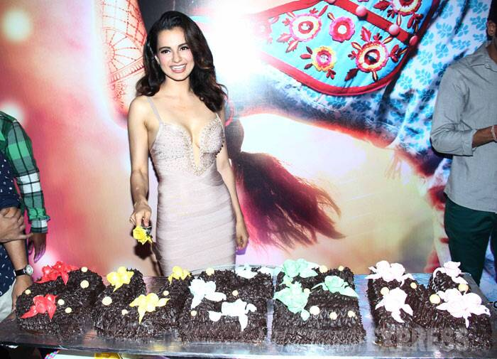 Bollywood's current 'Queen', Kangana Ranaut celebrated the success of her recent film in Mumbai with the film's director Vikas Bahl and lead actor Rajkummar Rao in Mumbai on Wednesday (March 26). <br /><br /> Kangana, who impressed both audiences and critics alike with her performance, gets ready to cut a gigantic chocolate cake. (Photo: Varinder Chawla)