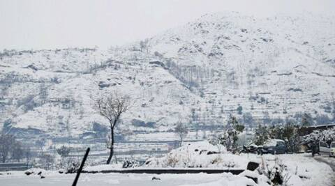 Heavy snowfall across Kashmir has paralysed normal life in the Valley, snapping its links with the outside world. (PTI)