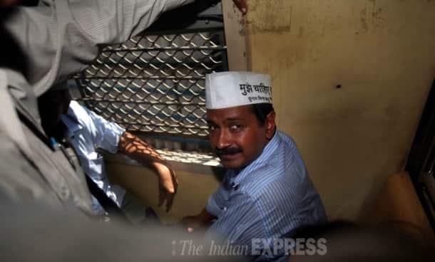 Arvind Kejriwal's Mumbai local train ride creates chaos, mad rush