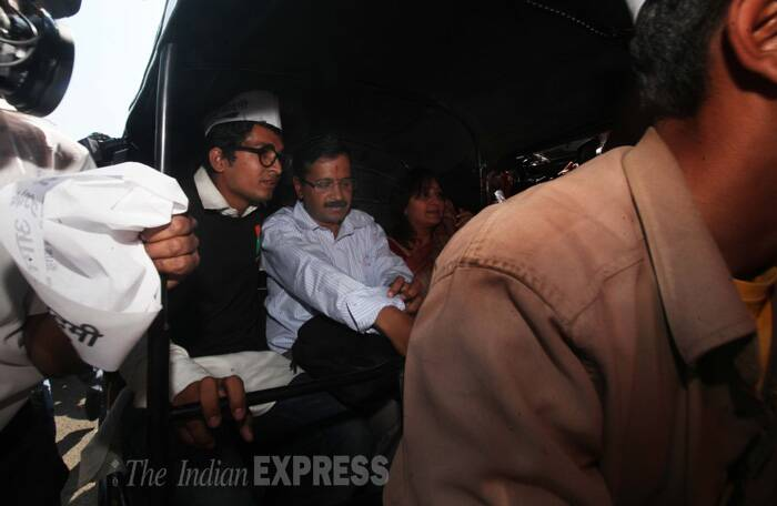 Arvind Kejriwal's Mumbai local train ride creates chaos, mad rush