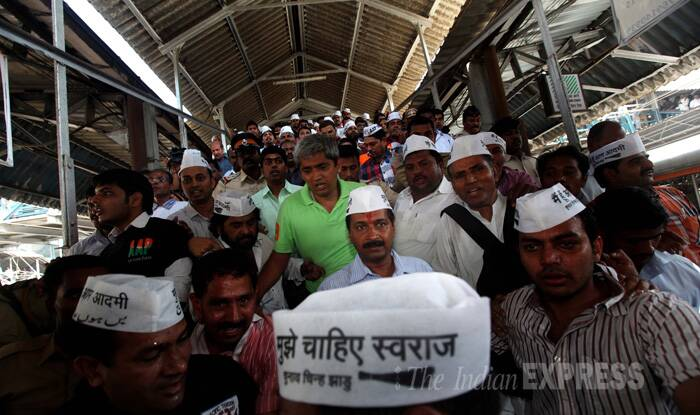 From Andheri, the Kejriwal train contingent made its way to the bustling Churchgate station on the Western line. (IE Photo: Pradip Das)