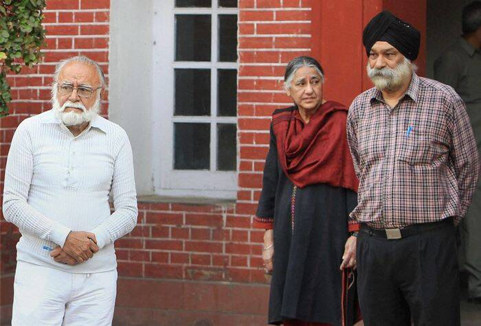 Khushwant Singh's son Rahul Singh (left) and daughter Mala (centre) at his residence. (PTI)