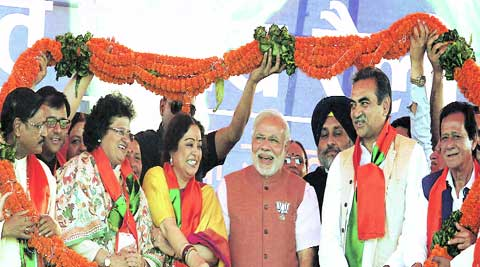 BJP's prime ministrial candidate Narendra Modi with Dy chief minister Punjab Sukhbir Badal, city candidate Kirron Kher and other party leaders during the 'Bharat Vijay Rally' in Sector 34's Exhibition ground on Saturday. (Kamleshwar Singh)
