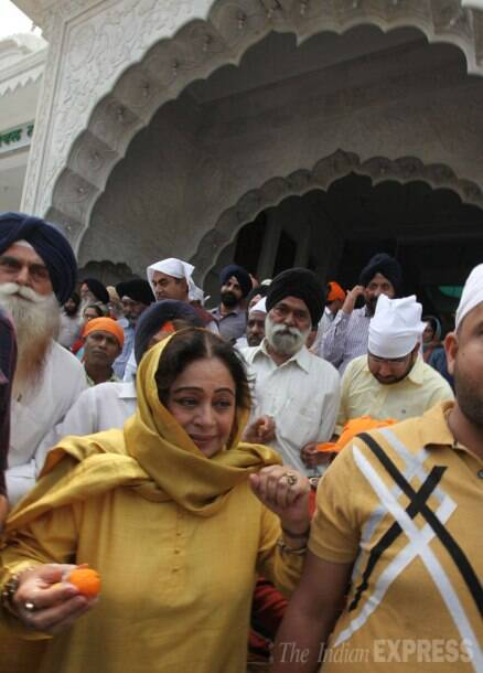 Kirron Kher prepares for fight ahead, prays at Chandigarh gurdwara