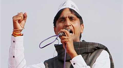 AAP leader Kumar Vishwas addressing a public rally in Kanpur on Sunday. (PTI)