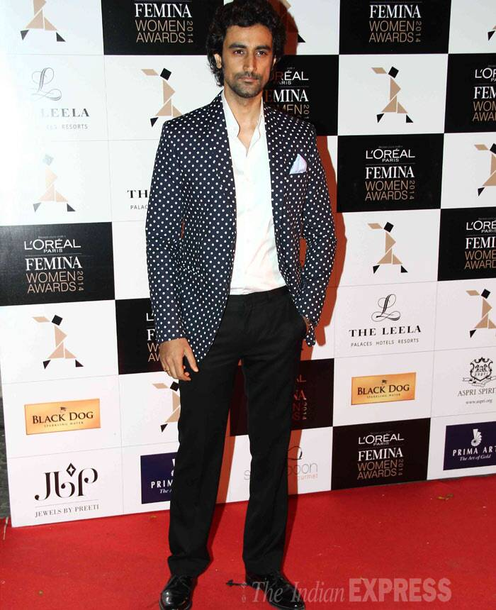 Oh really? Kunal Kapoor wore a black polka dotted blazer for the award show. Reports are that Kunal is engaged to Amitabh Bachchan's niece Naina Bachchan. (Photo: Varinder Chawla)