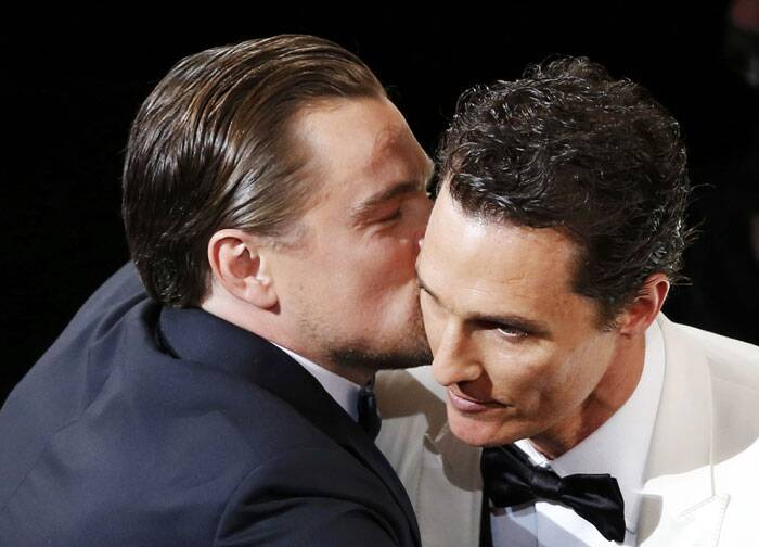 Nobody is going to forget this iconic kiss – when Leonardo DiCaprio congratulated Mathew McConaughey on his Best Actor win.