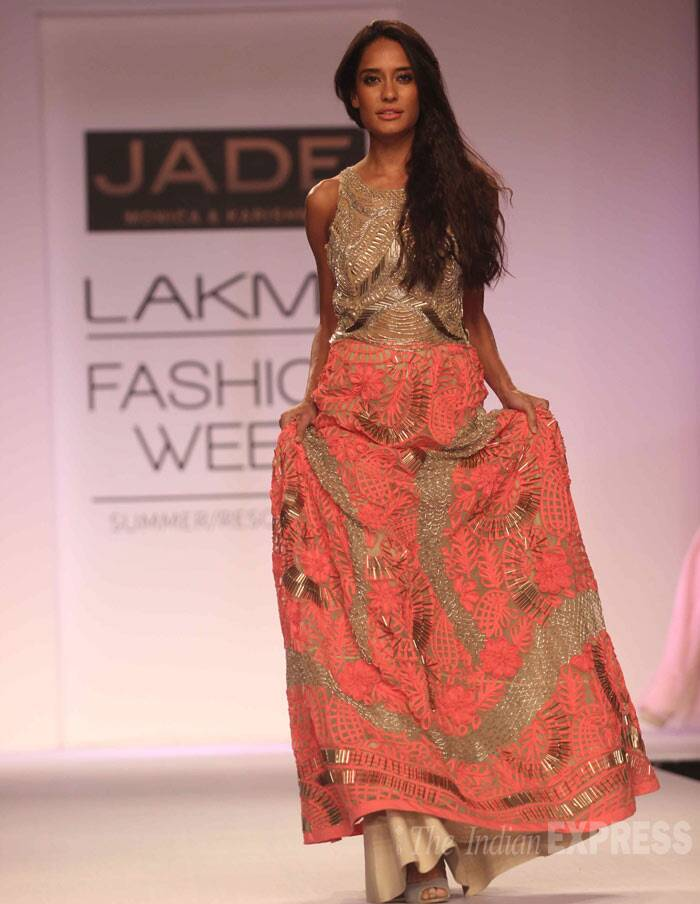 Lisa Haydon, who was seen in 'Queen', was stunning as she turned show stopper for Jade my Monica and Karishma. (Photo: Varinder Chawla)
