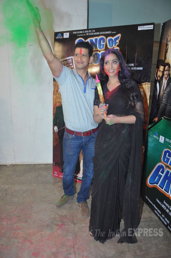 Finally, Sharman gets into the spirit of holi! (Photo: Varinder Chawla)
