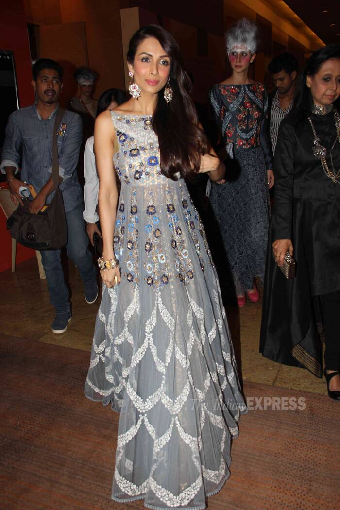 Yummy Mummy Maliaka Arora Khan was sexy in a silver outfit at the fashion event. Maliaka opted for side swept hair and silver danglers. (Photo: Varinder Chawla)