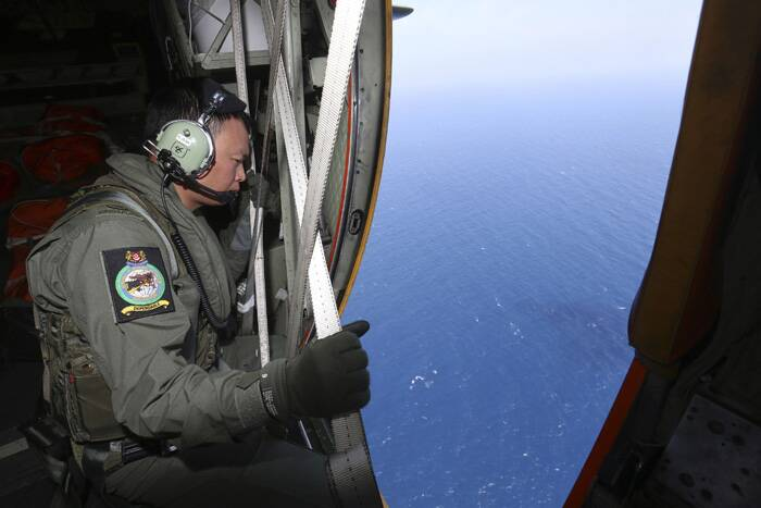 Missing Malaysia Airlines: Massive air and sea search now in its fifth day