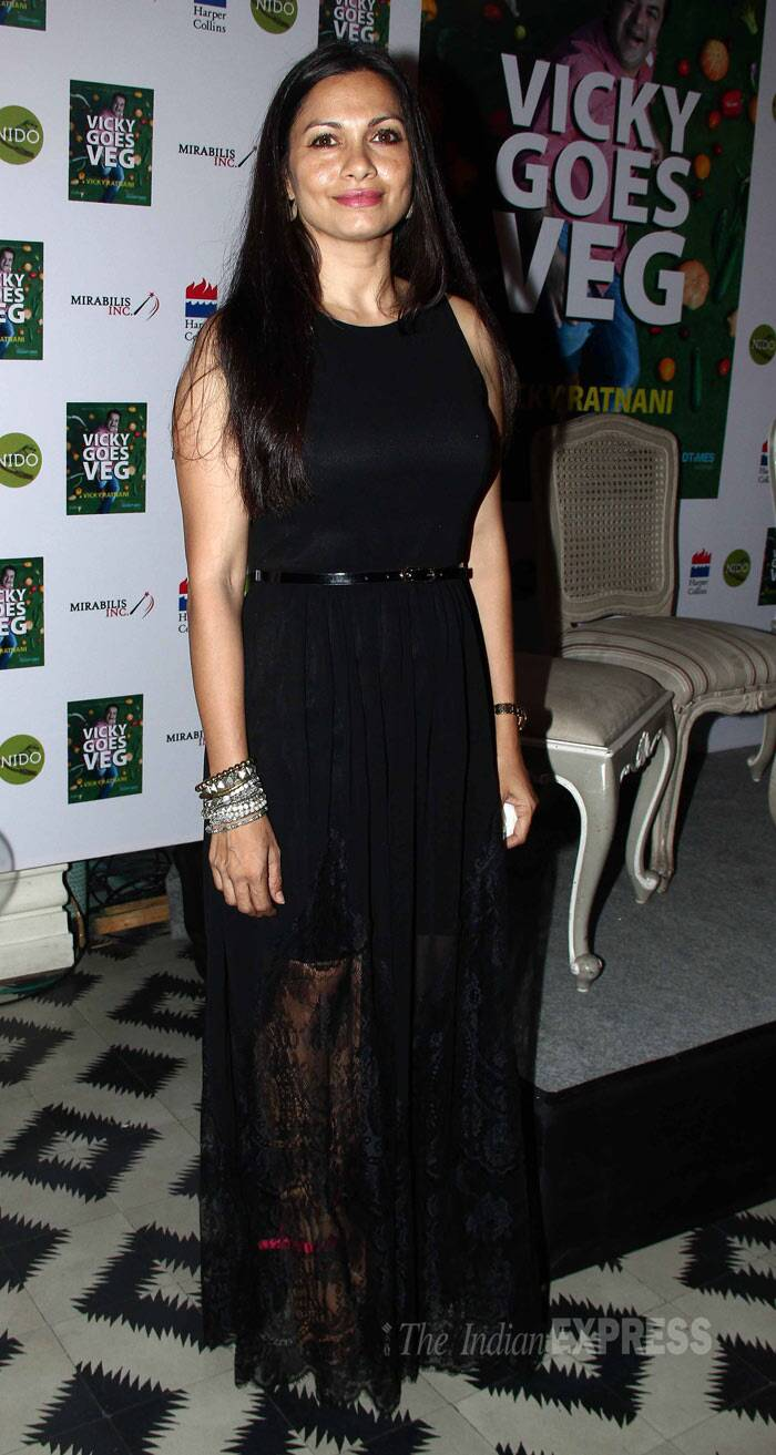 Former VJ Arshad Warsi's wife Maria Goretti was pretty in a black lace midi. (Photo: Varinder Chawla)