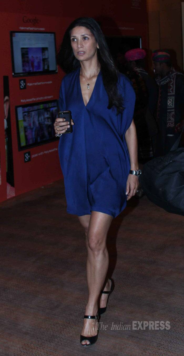 Former model Mehr Rampal showed off her sexy legs in a blue mini. (Photo: Varinder Chawla)
