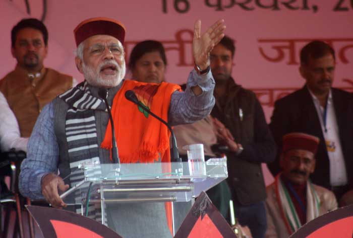 Narendra Modi addressing a Parivatan rally at Sujanpur near Hamirpur. (Express photo by Lalit Kumar)