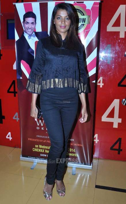 Mugdha attends stand up show