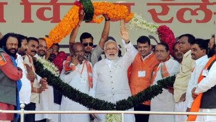 Modi slams Pawar for farmers' suicides in Amravati rally