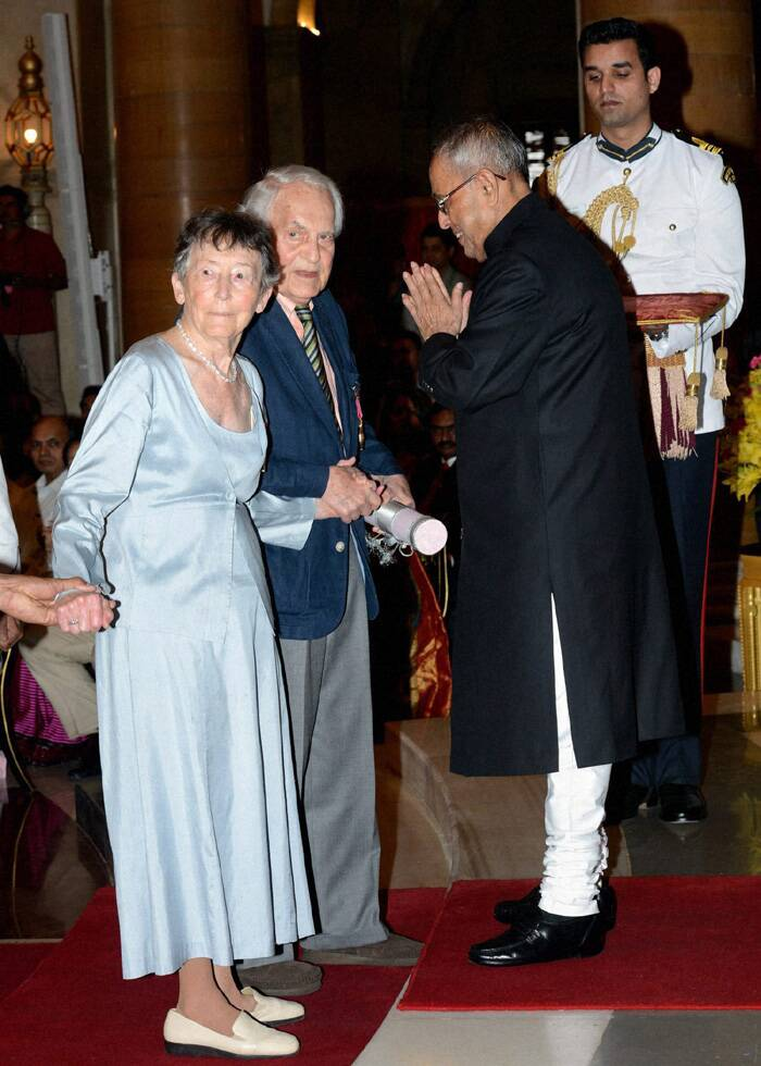 Pranab Mukherjee presents Padma Bhushan award to Susanne Hoeber Rudolph and Lloyd I Rudolph, professors of political science from the University of Chicago. (PTI)