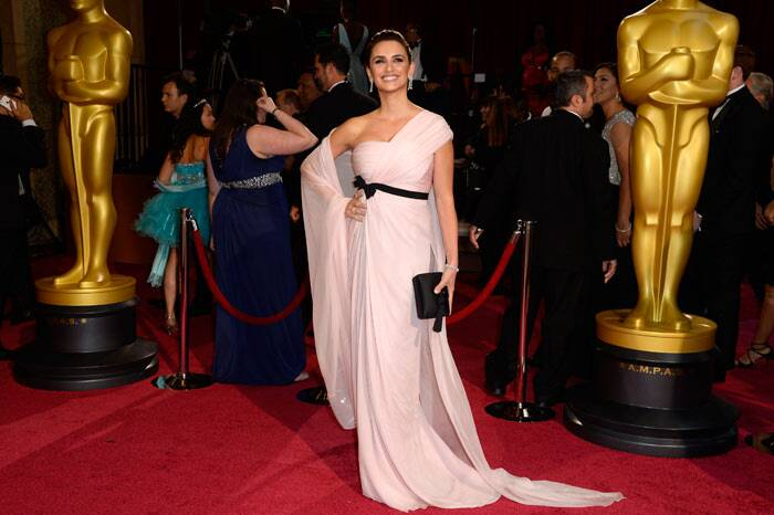 Penelope Cruz was beautiful in a flowing pale pink Giambattista Valli gown and Chopard jewels. (AP)