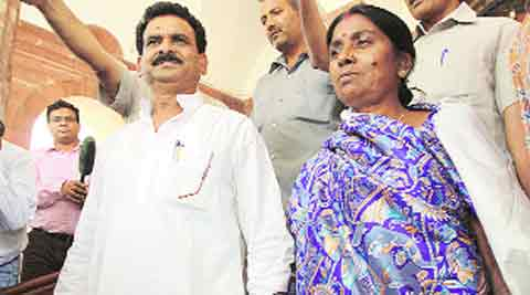 Kamleshwar Baitha with wife.