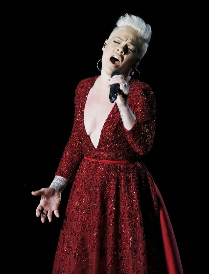 Pink gave a tribute to 'The Wizard of Oz' at the 86th Academy Awards. (AP)
