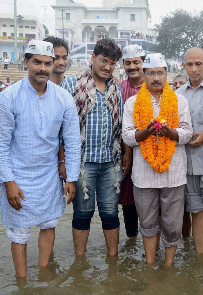 AAP convener Arvind Kejriwal offers prayers after taking holy dip in River Ganga at Rajghat in Varanasi on Tuesday. (PTI)