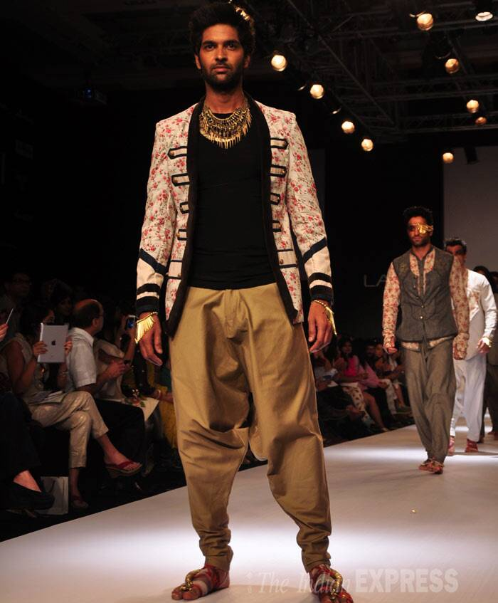 Purab Kohli was handsome as he walked for designer Sengar. (Photo: Varinder Chawla)