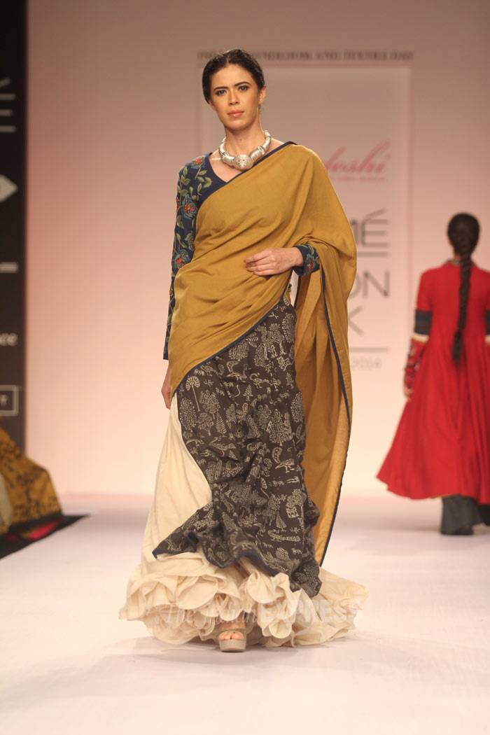 A model showcases a creation by designer Purvi Doshi. (Photo: Varinder Chawla)