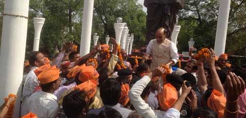 BJP President Rajnath Singh reaches Lucknow. (Photo courtesy: Twitter)