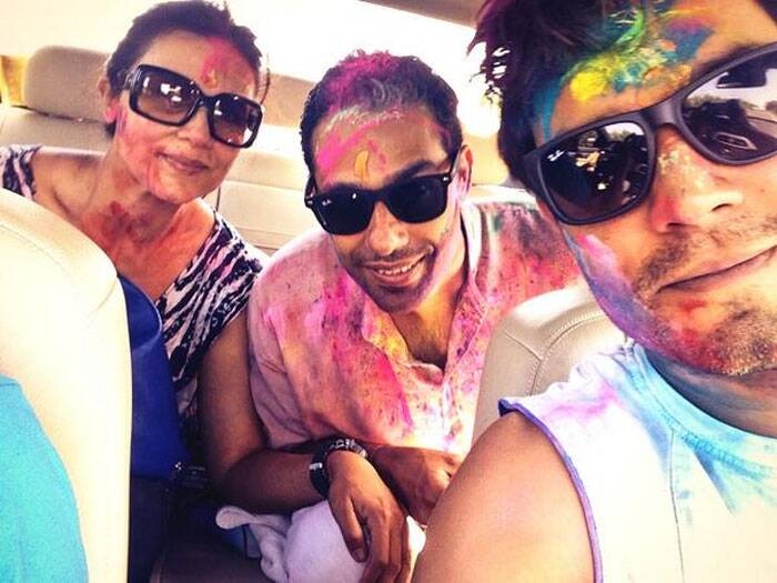 'Highway' actor Randeep Hooda played Holi with his sister and brother –in-law and shared the candid picture on Twitter.