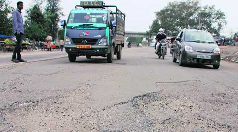 Pathetic condition of Pakhowal road. (Gurmeet Singh)
